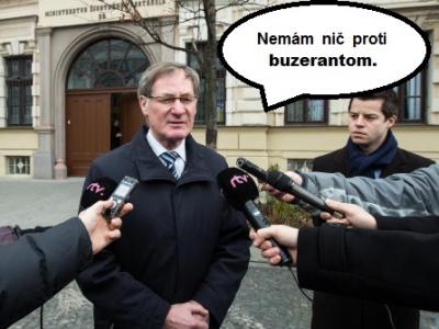 Zdroj: http://img.badman.sk/stories/2013/ilustracne/meme_komix/400_300/hrusovsky-buzerant2.jpg