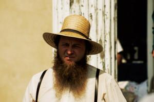 Typický Amiš s bradou a slameným klobúkom.