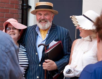 Štramácky David Norris. Zdroj: http://www.queerty.com/david-norris-has-decided-to-re-run-for-irish-president-now-that-he-thinks-he-might-actually-win-20110912