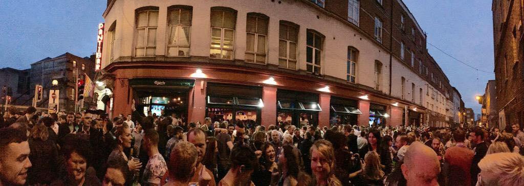 Situácia večer pred Pantibarom. Vyzeralo to tam ako na Gay Pride.