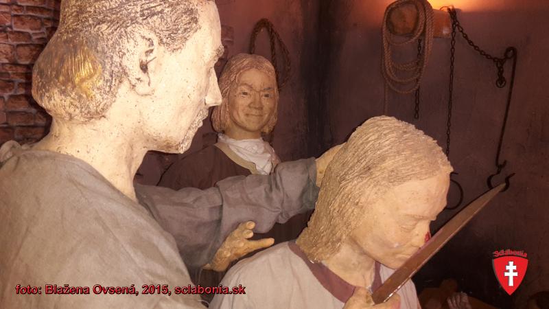 Aj takto trestali v stredoveku, ak ste neboli podľa pánovho gusta. Odrezávanie nosov zaviedol v zákonníku Sv. Cyril s Metodom.  Fotografia je odfotená v archeoskanzene v Modrej pri Uherskom Hradišti.