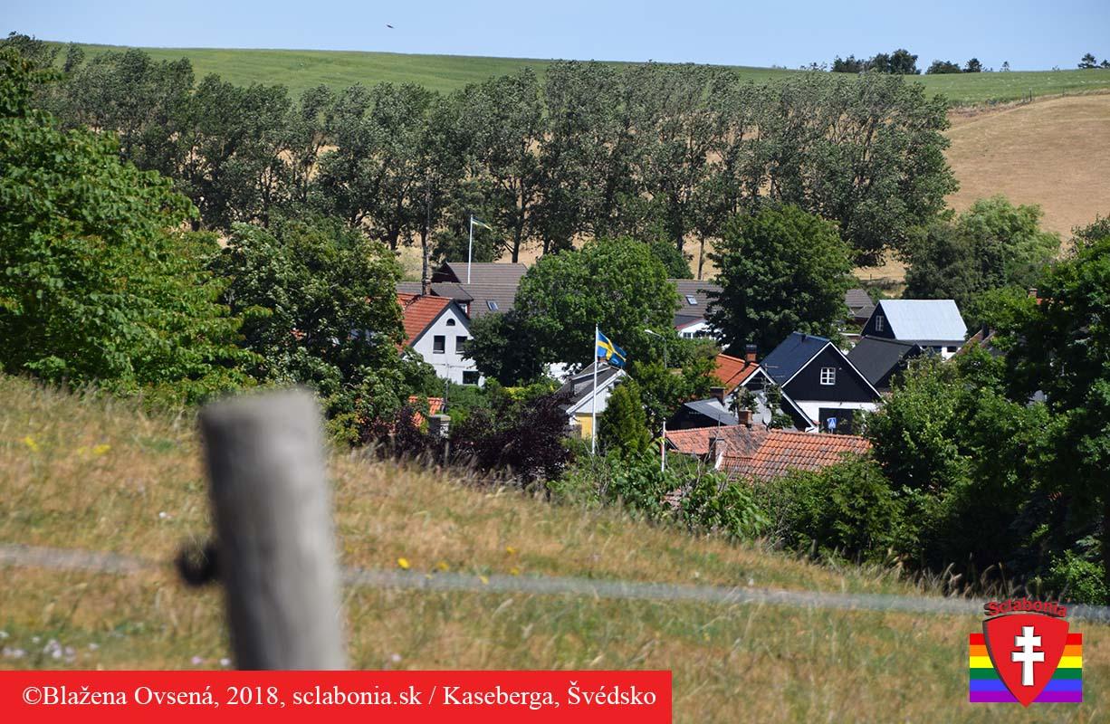 Pohľad od pobrežia na dedinku Kasaberga.