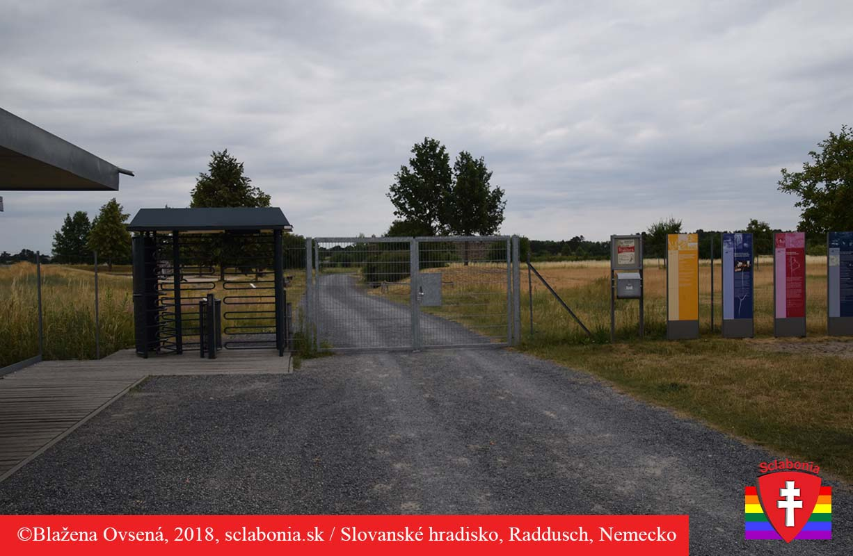 Prišla som po záverečnej, tak brána do priestorov hradiska Raddusch už bola zatvorená.